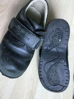 Preloved rarely used branded leather shoe