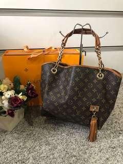 Louis Vuitton Whisper Tote bag MM