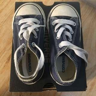 Converse sneakers US7 fits 2-3yo (15cm insole)