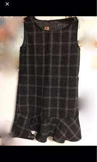 🚚 荷葉邊黑白連身裙