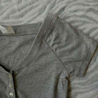 women grey thick top