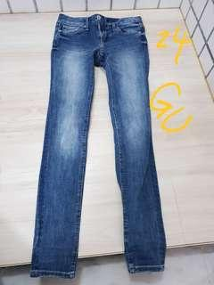 🚚 GU 牛仔褲 24