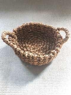 Weaved shallow basket