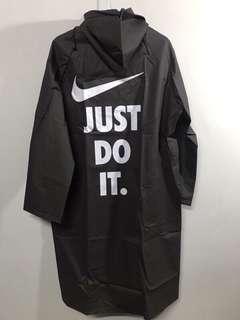 🚚 Nike 雨衣