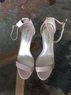 Patent Leather Nude Heels - Bandolino - size US 6.5