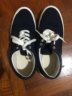 藍色休閒鞋