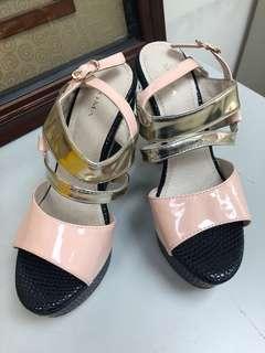 🚚 Moma專櫃墊高底涼鞋