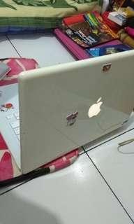 Macbook early 2008 white.