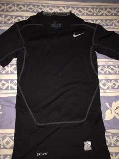 Nike pro combat compression 黑色短袖上衣 只穿一兩次 9成新