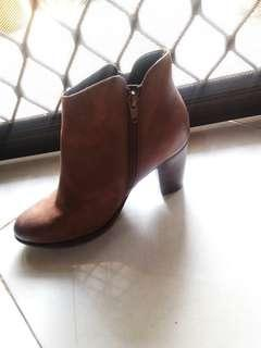 Sepatu boots cocok untuk winter