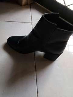 Sepatu boots H&M jual murah!