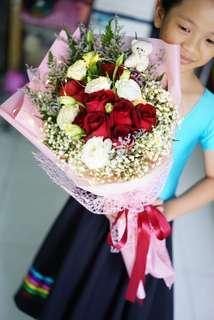 Valentine's Day bouquet / Fresh Flowers / roses bouquet / Braddell Mrt