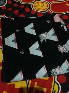 Hijab segi empat hitam motif