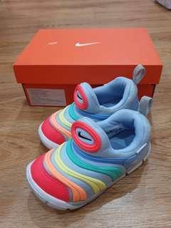 Preloved like new. Nike dynamo free. Unisex. Sz 26 . Dipake 1x aja