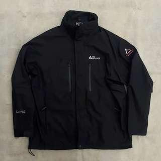 THE RED FACE OUTDOOR JACKET