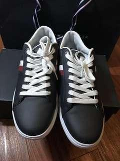 AUTHENTIC tommy hilfiger sneakers in navy #CNY2019