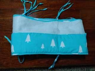 🚚 (二手)北歐風格藍綠色樹木嬰兒床床圍220cm