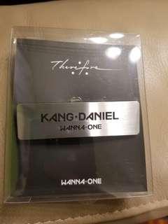 WannaOne 解散演唱會周邊姜丹尼爾名牌