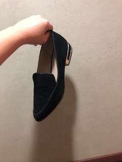 🚚 黑色麂皮低跟鞋