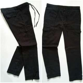 UNIQLO CARGO CASUAL 31-30