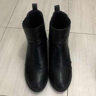 🚚 正韓 雀兒喜皮革短靴 黑色跟靴 粗跟