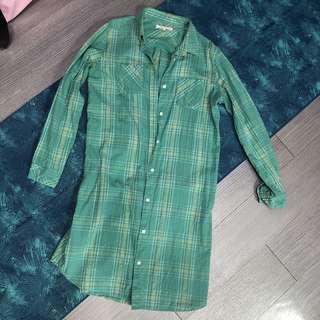 🚚 綠色格子上衣