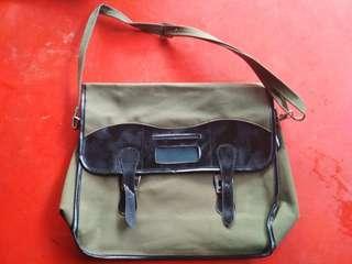Vintage sling bag school