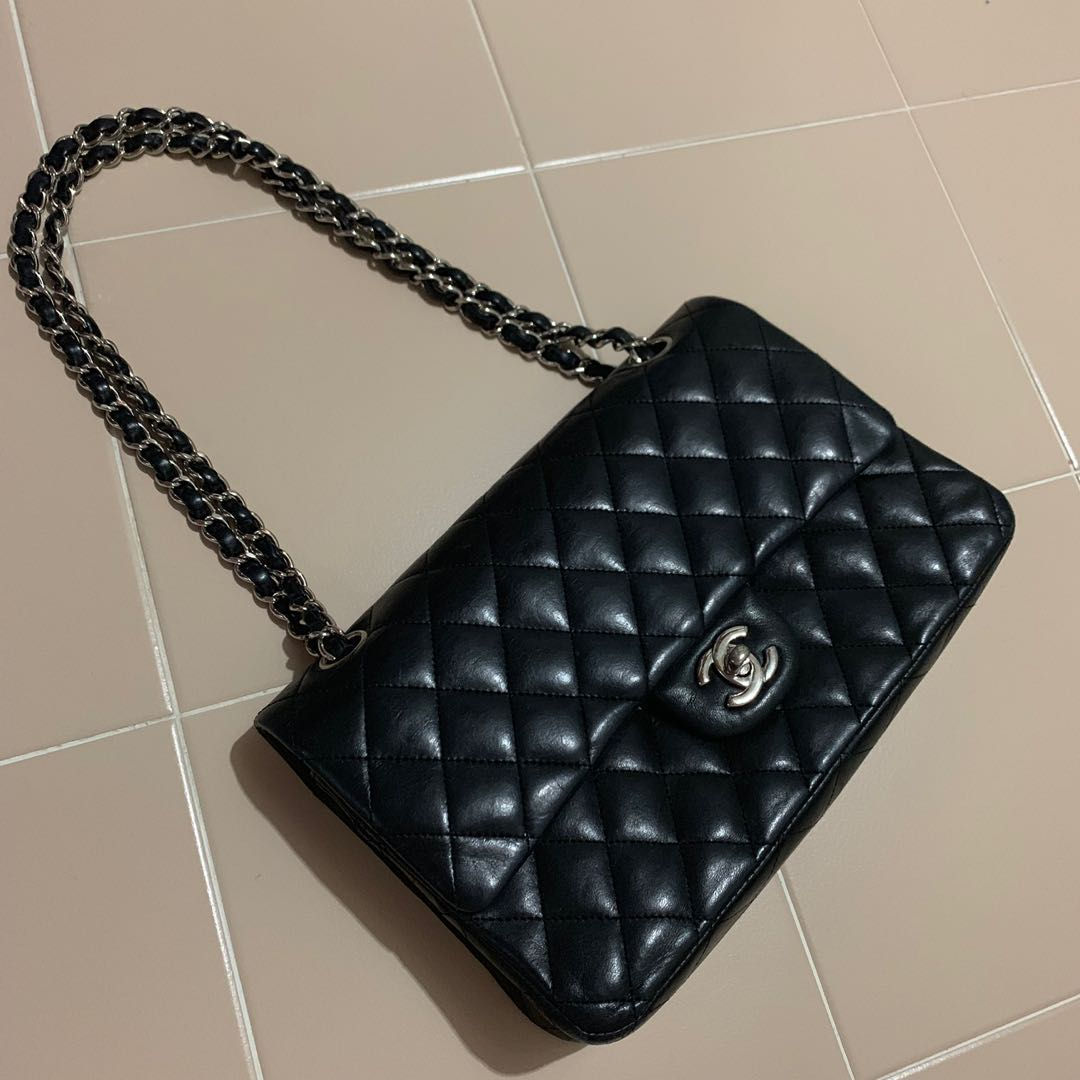 5d0606da1579c0 Authentic Chanel Medium clasic flap bag shw lambskin, Luxury, Bags ...