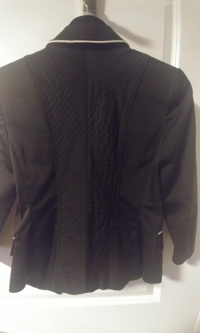 Barely worn- Small- GUESS blazer women-nice details