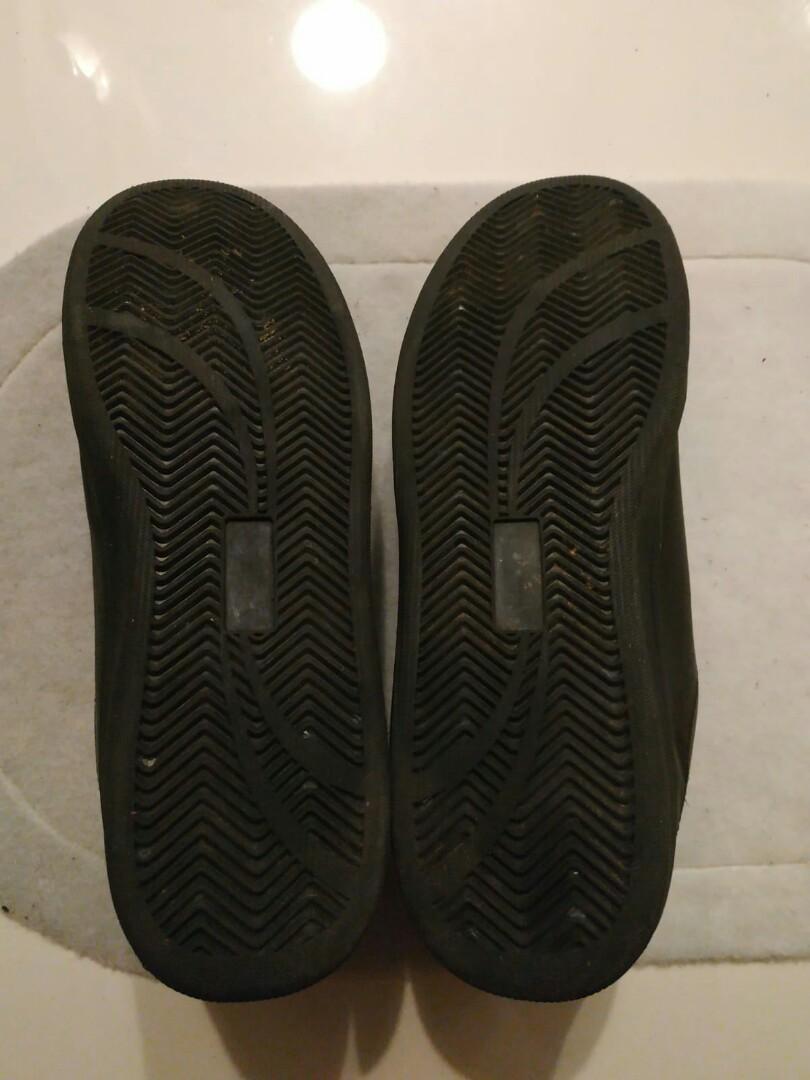 Black sneakers/shoe US 11