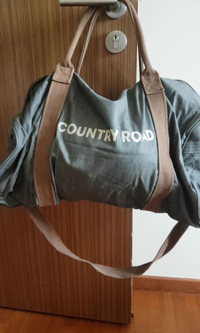2f4db9b86475 Country Road Large Duffle bag (Australia)