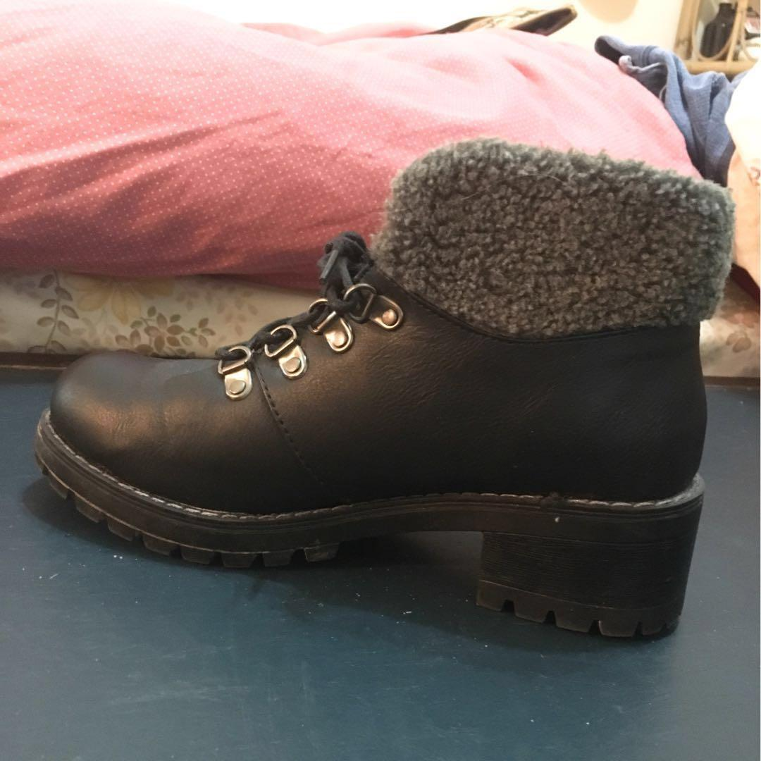 Heeled black winter boots size 6 - worn once!