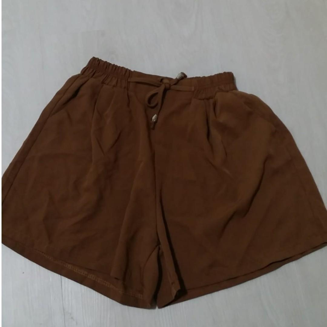4d6b36a6c Khaki Brown Flowy Shorts, Women's Fashion, Clothes, Pants, Jeans ...