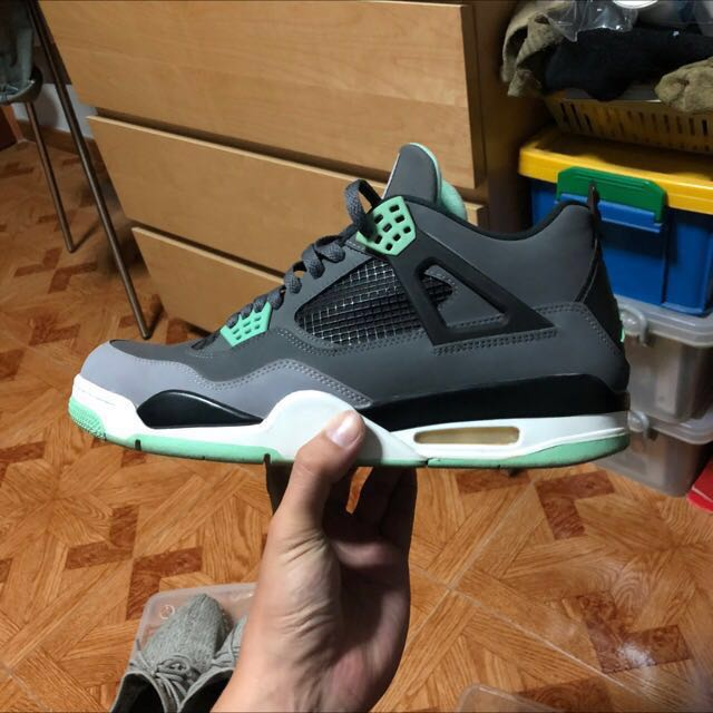 size 40 5fc34 69d89 Nike Air Jordan retro 4, Men s Fashion, Footwear, Sneakers on Carousell