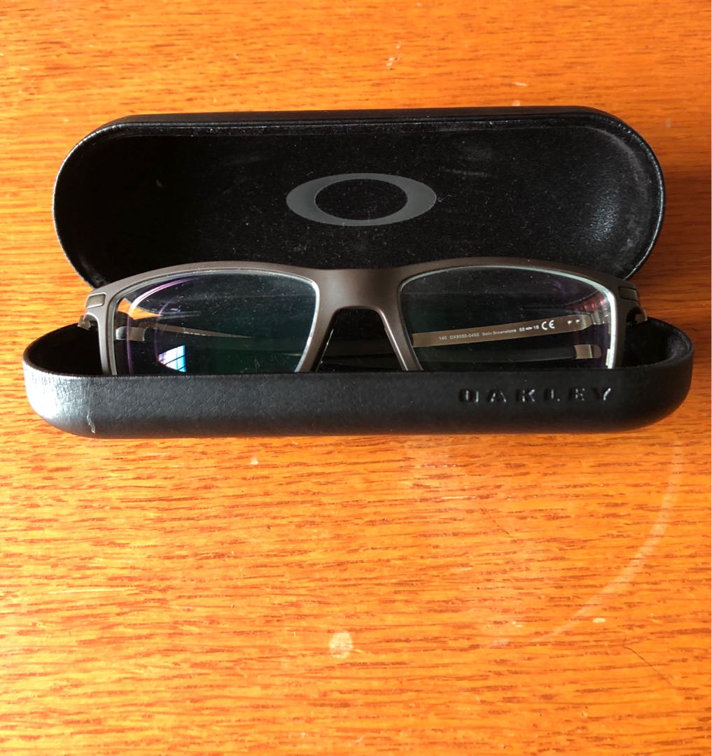 debe1bf499 Oakley Pitchman