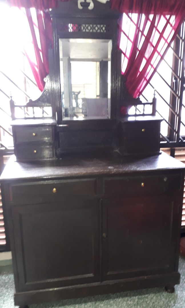 VINTAGE -COLONIAL DRESSING TABEL-PM ME FOR SALE PRICE