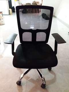 🚚 Office Chair (adjustable)