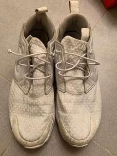 Reebok 鞋