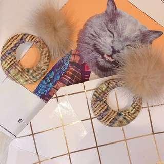 現貨 實拍 FASHION KIKI ♥️毛球格紋耳環