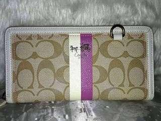 AUTHENTIC COACH WALLET SOLD AS IS