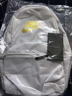 Nike Grey backpack 正版正貨 authentic
