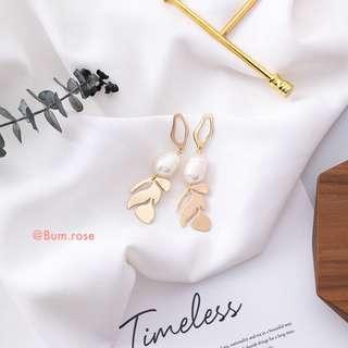 🚚 Monstera Pearl Abby Earrings