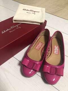 Size 7 Ferragamo Varina Flats