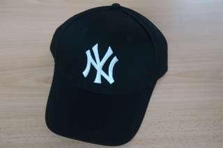 🚚 NY CAP (Available: black/white)