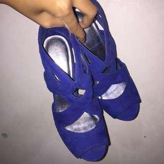 Heels for rent/sale