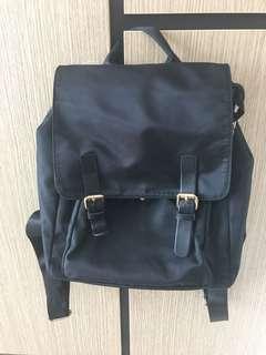 🚚 Black Backpack