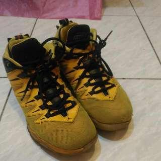 NIKE籃球鞋(CP3)..US9../27cm..60%new