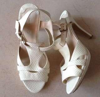 Snakeskin Designed Heels in Off White Colour