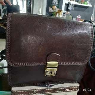 Vintage sling bag, fully leather