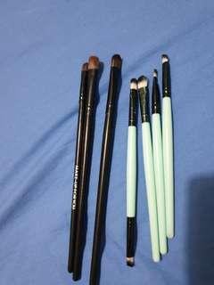 7 makeup brushes